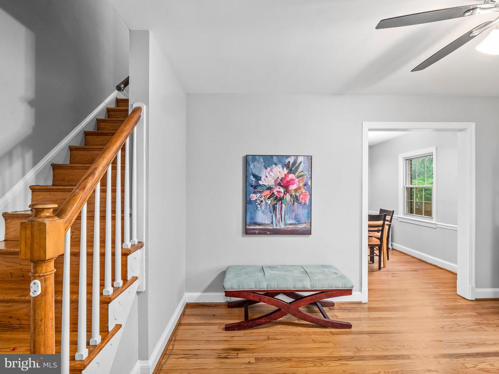 Living Room/entry - 713 N OAKLAND ST, ARLINGTON