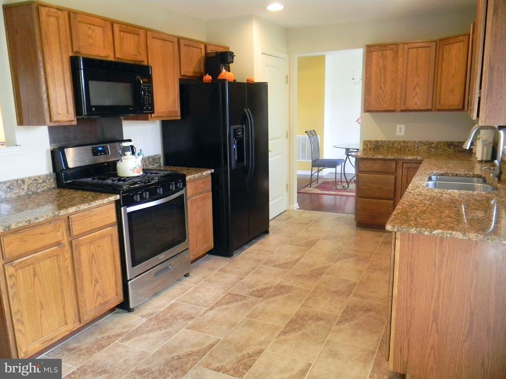 Kitchen w/ new granite and tile floors - 3045 PONY RIDGE TURN, DUMFRIES