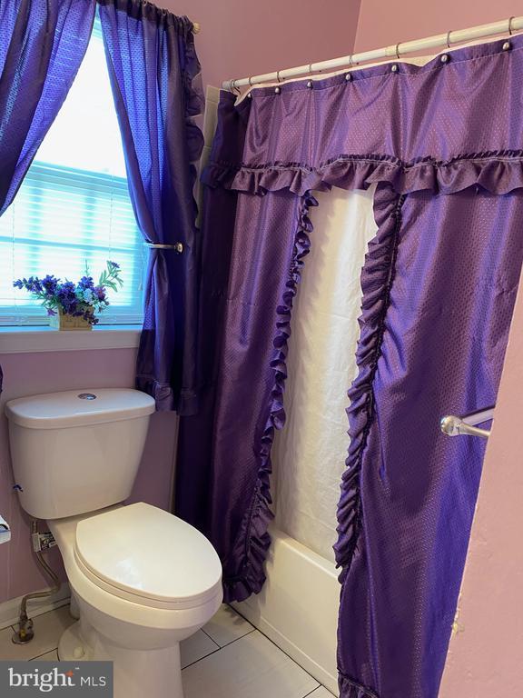 Hallway bath - 3045 PONY RIDGE TURN, DUMFRIES