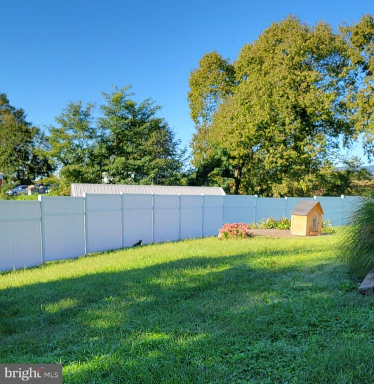 Fence separating work and living areas - 9822 HANSONVILLE RD, FREDERICK