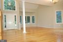 Two-story foyer w/ radius window, vaulted ceiling - 8599 EASTERN MORNING RUN, LAUREL