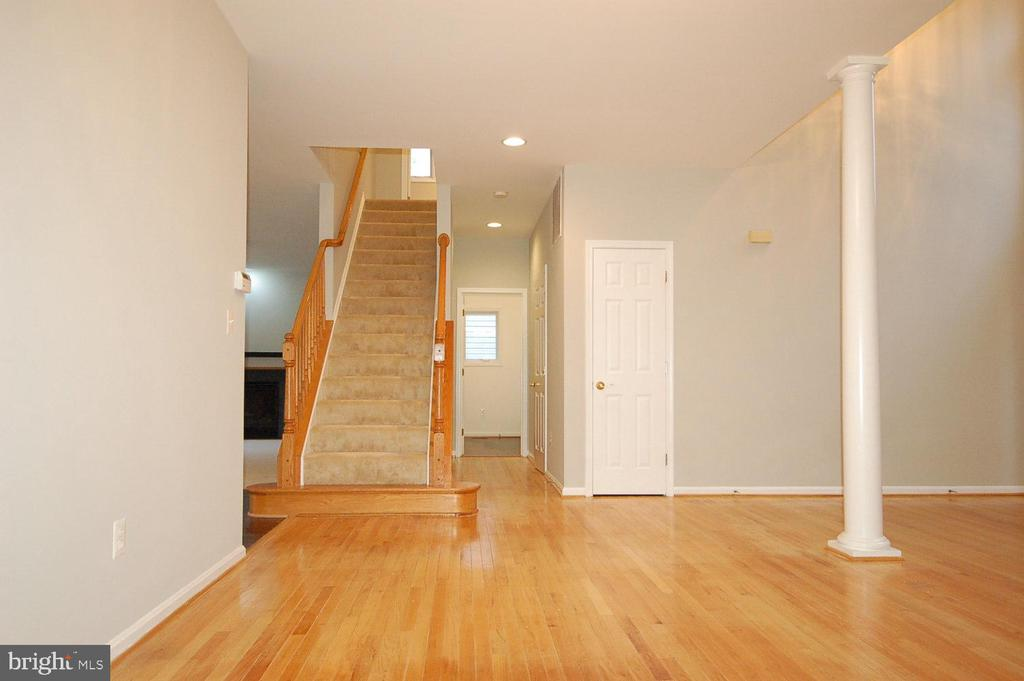 Gleaming hardwood floor on the main level - 8599 EASTERN MORNING RUN, LAUREL