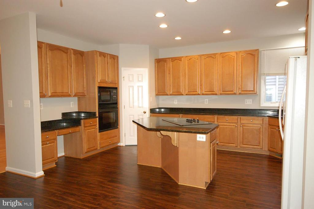Gourmet kitchen with center island and wall oven - 8599 EASTERN MORNING RUN, LAUREL