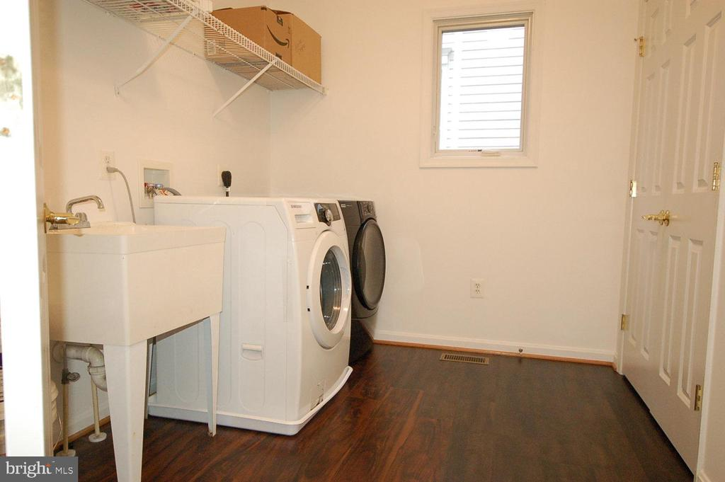 Spacious laundry/mud room with full size closet - 8599 EASTERN MORNING RUN, LAUREL