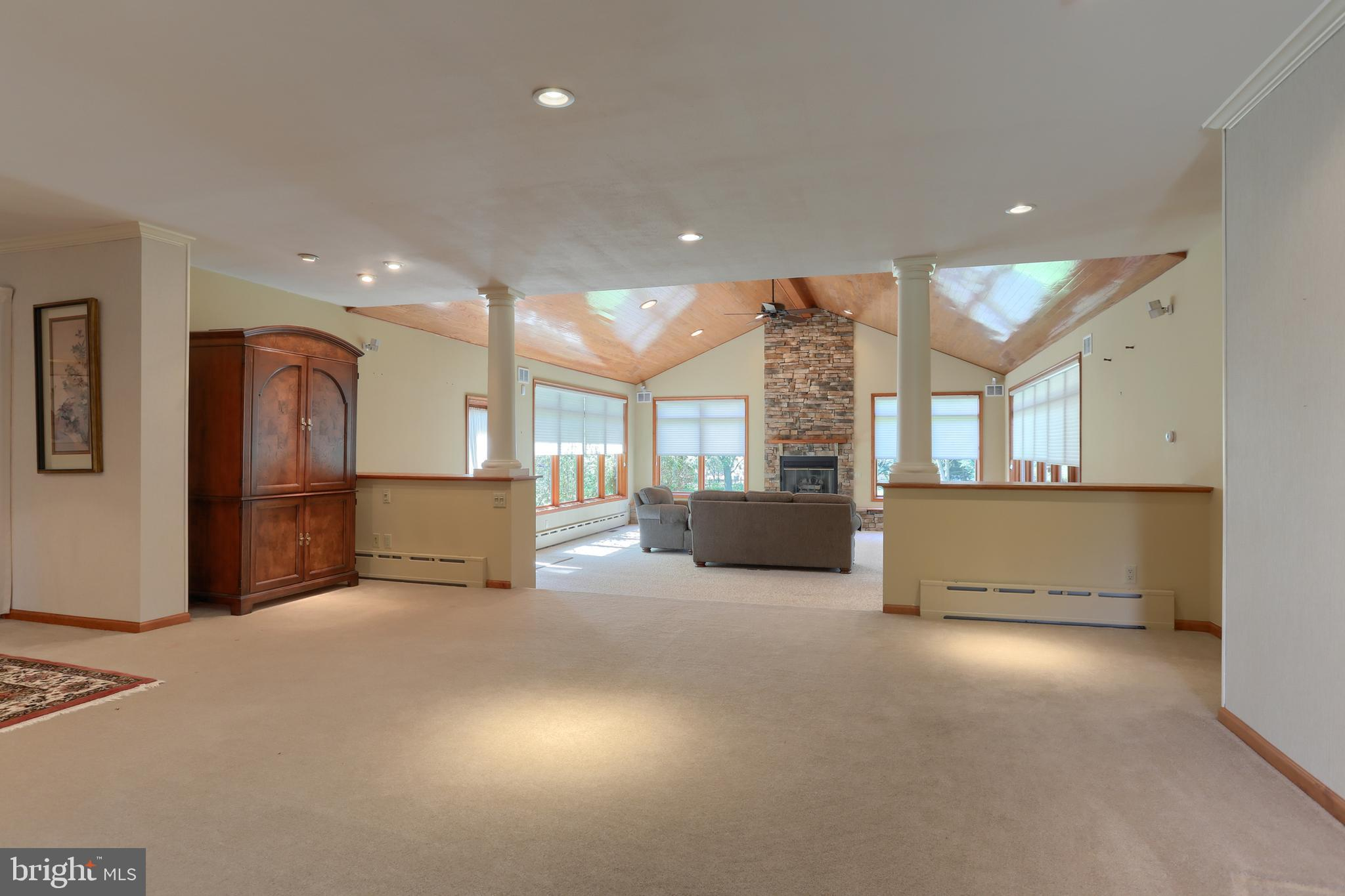 Entry into dining room and sitting area!
