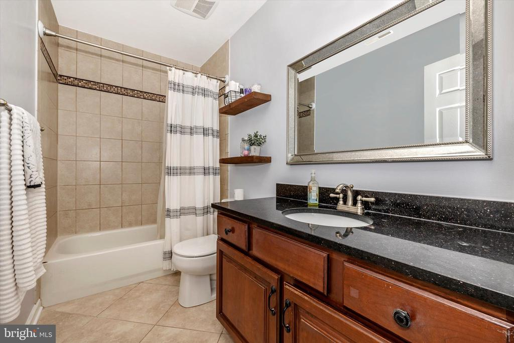 Hall bath second floor - 9803 PEBBLE BEACH CT, IJAMSVILLE