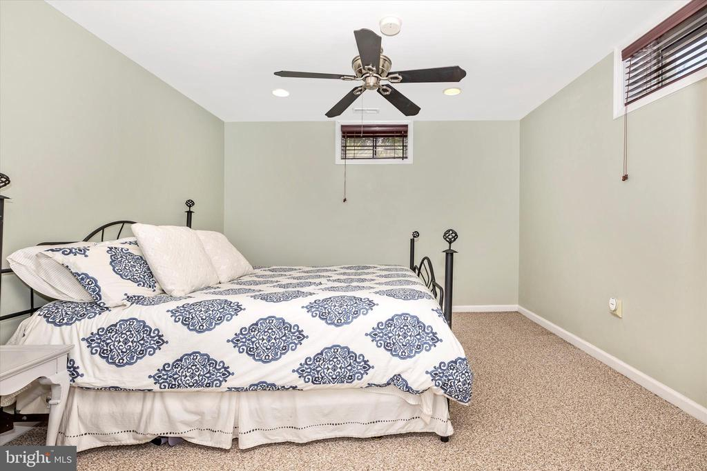 flex room/office/craft room/guestroom - 9803 PEBBLE BEACH CT, IJAMSVILLE