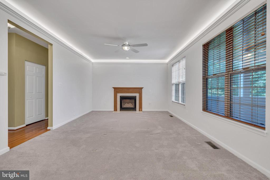 Family Room with Gas Fireplace - 104 SHERIDAN WAY SW, LEESBURG