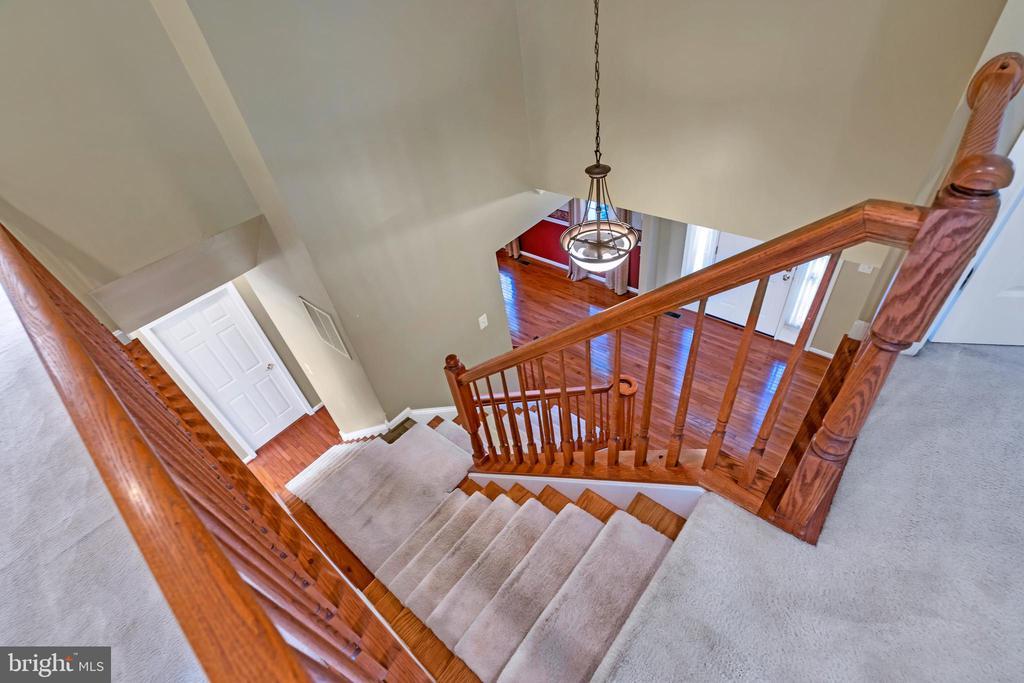 Oak Stairway - 104 SHERIDAN WAY SW, LEESBURG