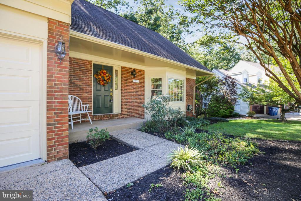 Welcoming front area - 11955 GREY SQUIRREL LN, RESTON