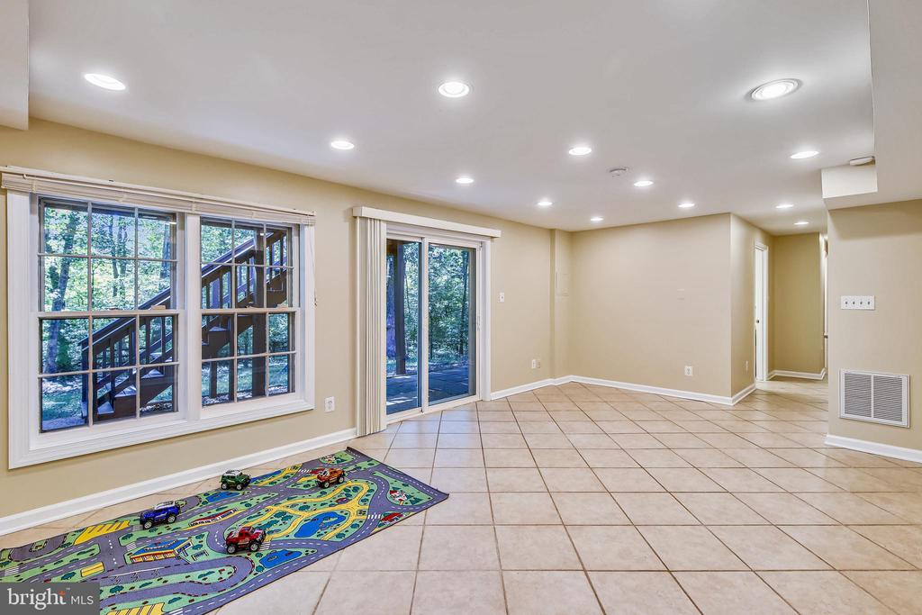 Open to small patio and fenced backyard - 11955 GREY SQUIRREL LN, RESTON
