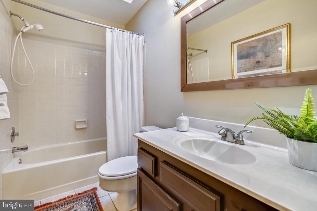 Hall bath with skylight - 11955 GREY SQUIRREL LN, RESTON