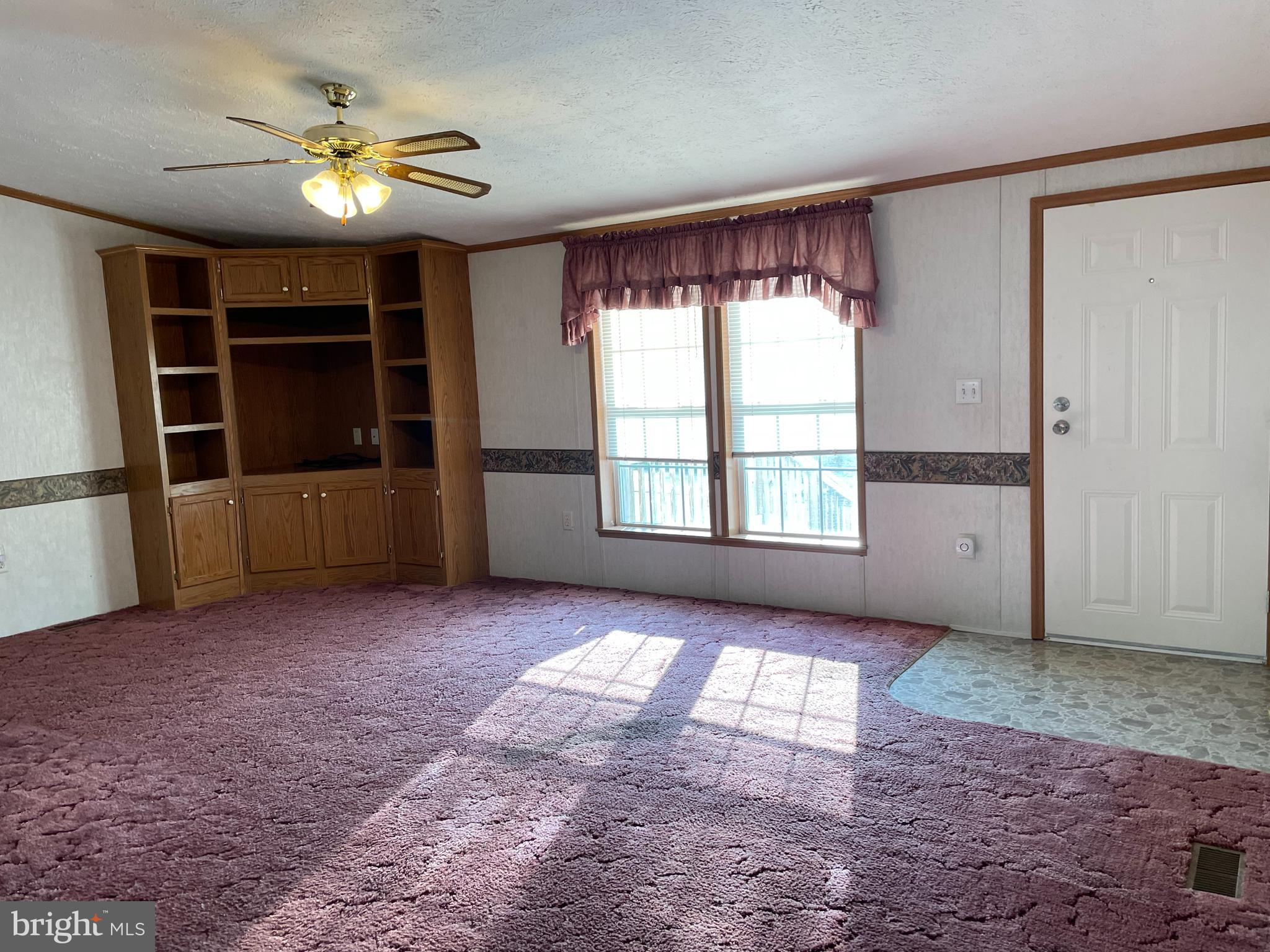 Livingroom with built in entertainment center