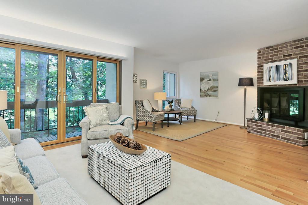 Open Living Room with wall of sliding doors - 11704 NEWBRIDGE CT, RESTON