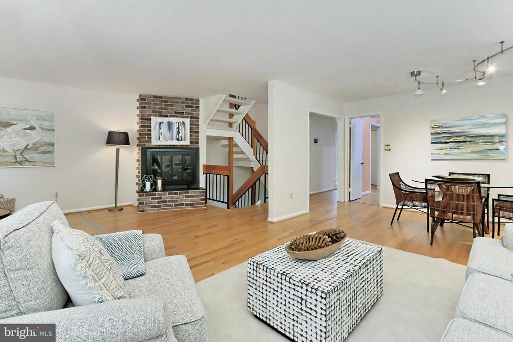 The open floor plan is perfect for entertaining - 11704 NEWBRIDGE CT, RESTON