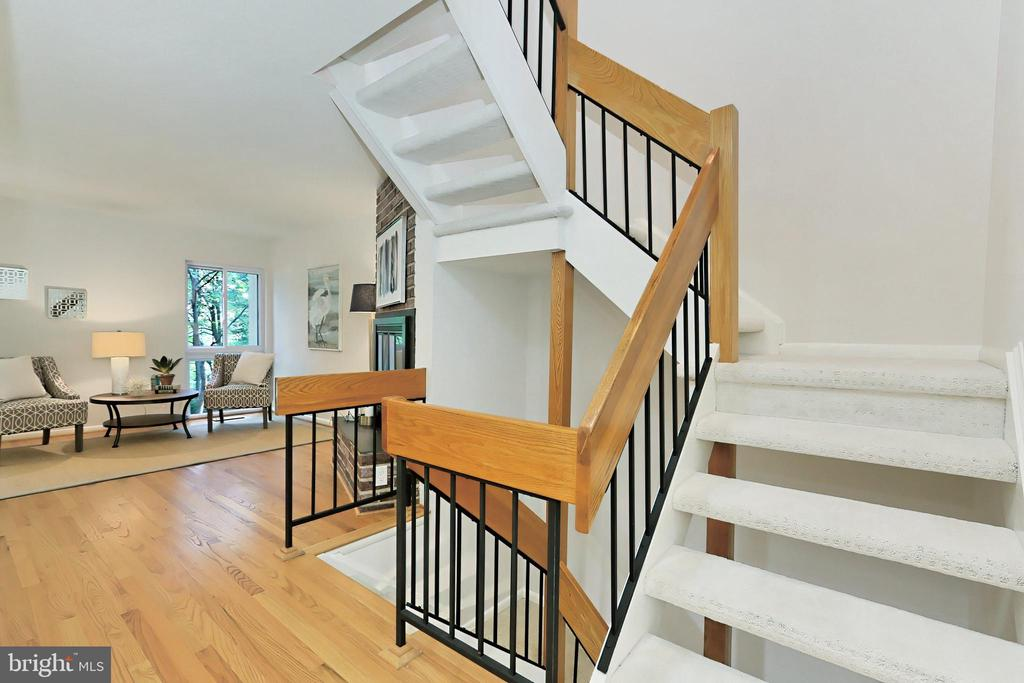 Stairs leading up or down - 11704 NEWBRIDGE CT, RESTON