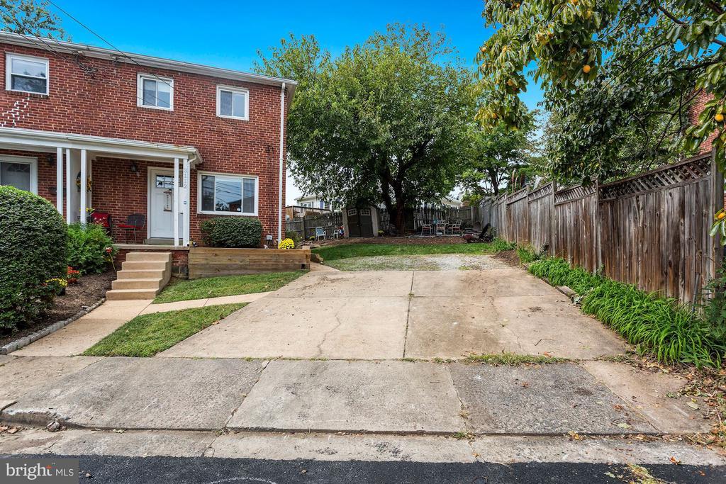 4 car parking driveway - 3112 S FOX ST, ARLINGTON