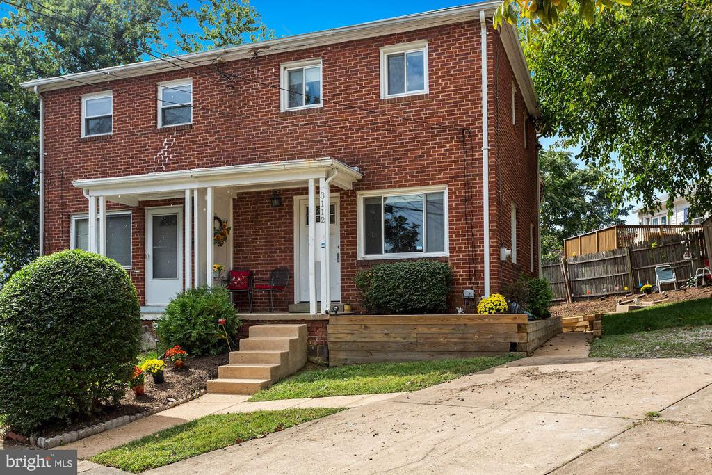 Front of home and 4 car parking driveway - 3112 S FOX ST, ARLINGTON