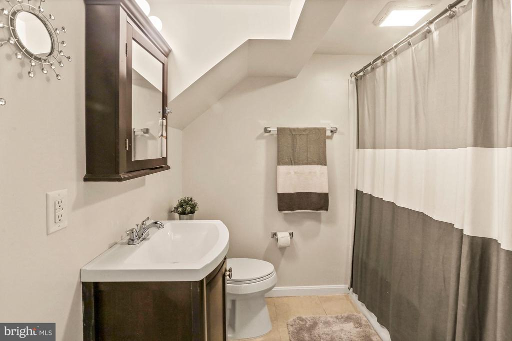 Basement full bathroom - 3112 S FOX ST, ARLINGTON