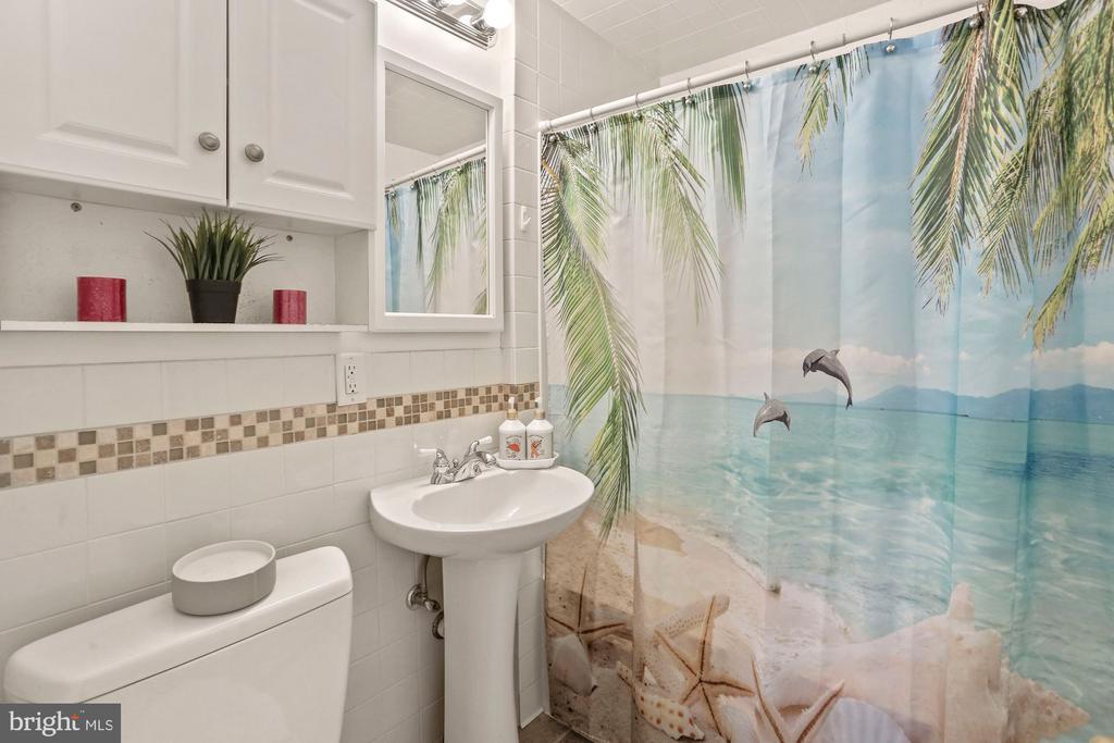 Upstairs Full Bathroom - 3112 S FOX ST, ARLINGTON