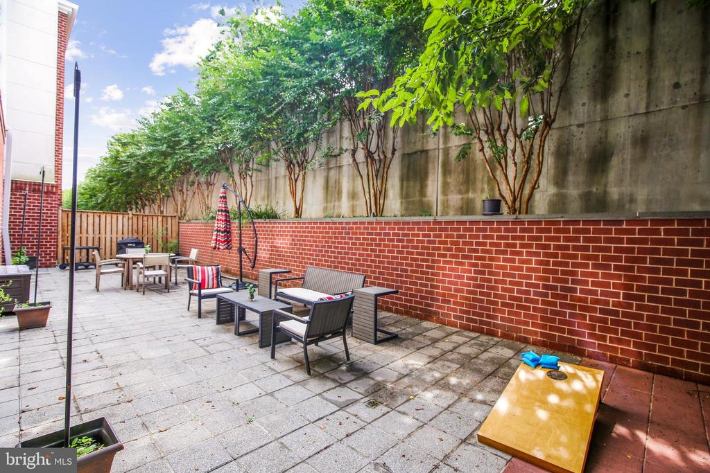 Massive patio - great for relaxing or entertaining - 1418 N RHODES ST #B-112, ARLINGTON