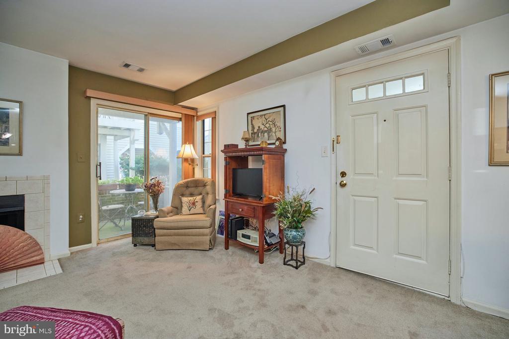 Living Room - 2921-B S WOODLEY ST #1, ARLINGTON