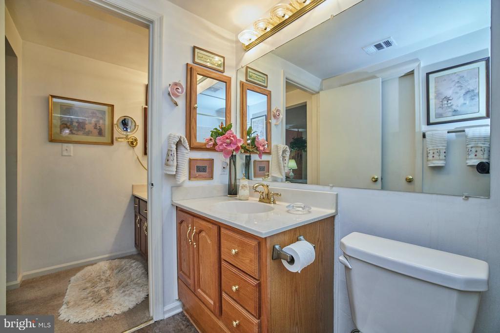 Bathroom - 2921-B S WOODLEY ST #1, ARLINGTON