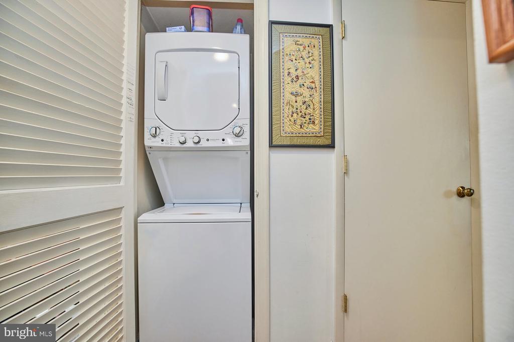 Washer/Dryer - 2921-B S WOODLEY ST #1, ARLINGTON