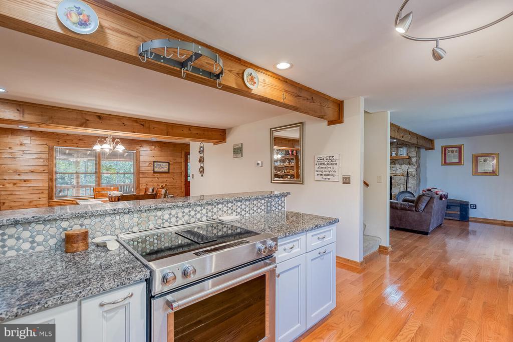 Granite countertops - 29471 NEW HAMPSHIRE RD, RHOADESVILLE