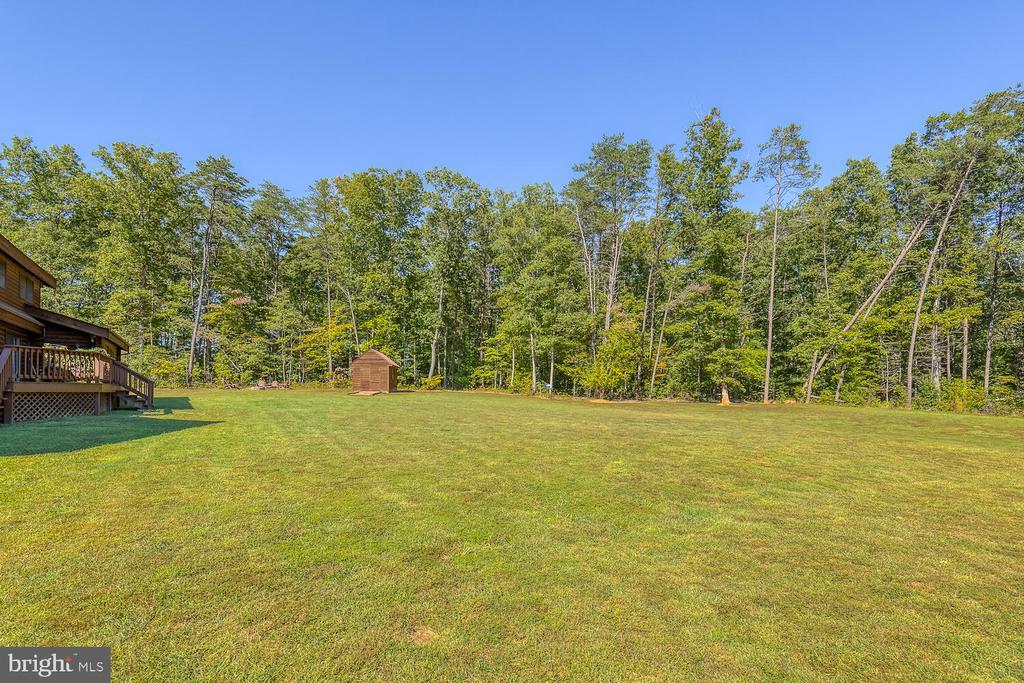 Beautiful backyard - 29471 NEW HAMPSHIRE RD, RHOADESVILLE
