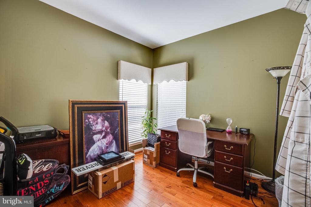 Office on Main Level - 8 REMINGTON CT, STAFFORD