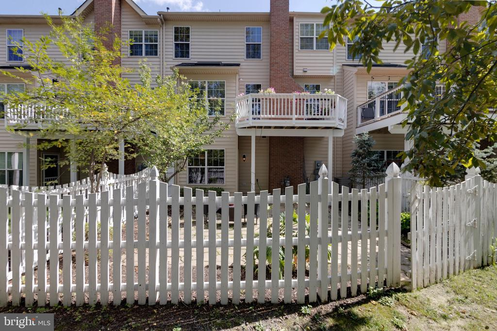 Fenced with gate - 19741 ESTANCIA TER, ASHBURN