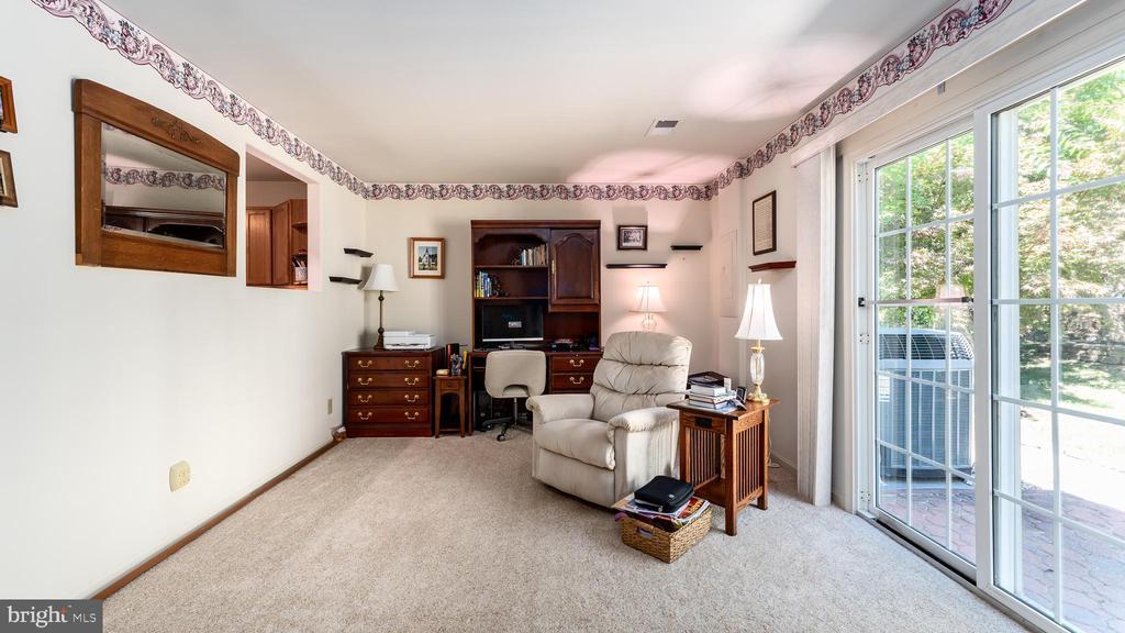 BIG family rm - window to kitchen; exit to patio - 9835 PLAZA VIEW WAY, FREDERICKSBURG