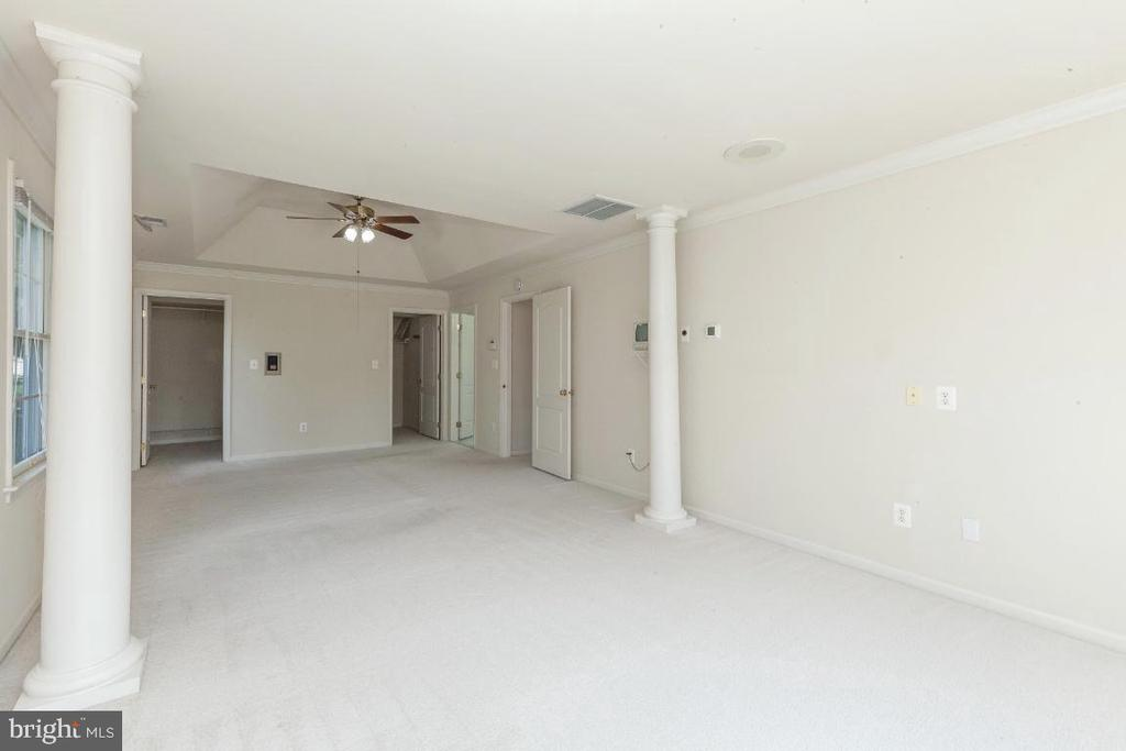 Owners Main Bedroom with Walk- In Closets - 47430 RIVERBANK FOREST PL, STERLING