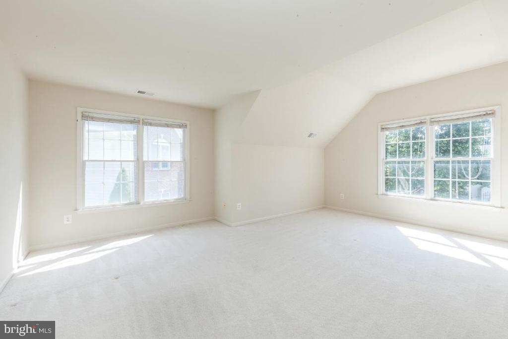 Bonus Room on Second Level - 47430 RIVERBANK FOREST PL, STERLING