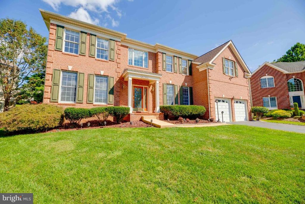 Stunning Brick Manor Home - 47430 RIVERBANK FOREST PL, STERLING