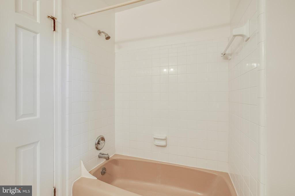 Hall Bath - 13127 COLTON LN, GAITHERSBURG