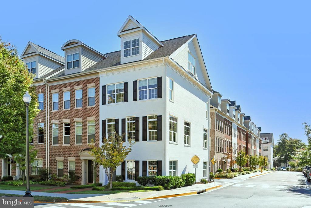 White brick  4 level Townhome on Premium lot ! - 4348 4TH N, ARLINGTON