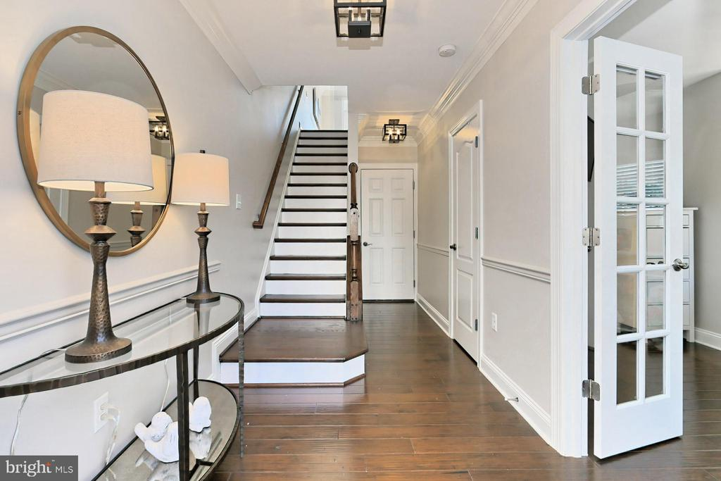 Hardwood floors throughout 3 of the 4 levels - 4348 4TH N, ARLINGTON