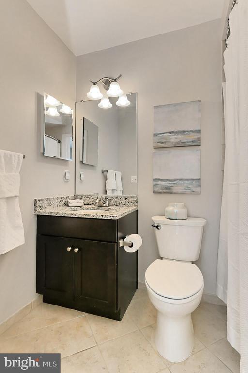 En suite full  bath on the main level adjoins FLEX - 4348 4TH N, ARLINGTON