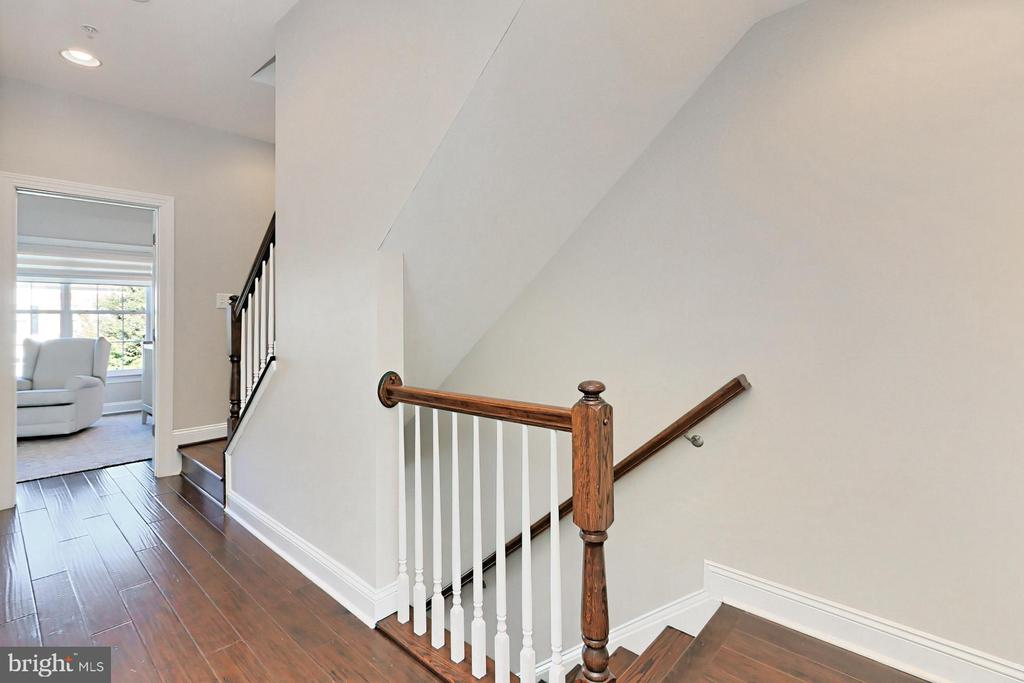 Hardwood in all hallways and bedrooms - 4348 4TH N, ARLINGTON