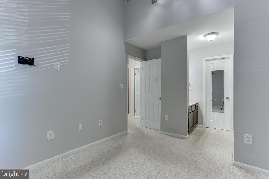 Master Bedroom w/ en-suite bathroom - 4113 11TH PL N, ARLINGTON