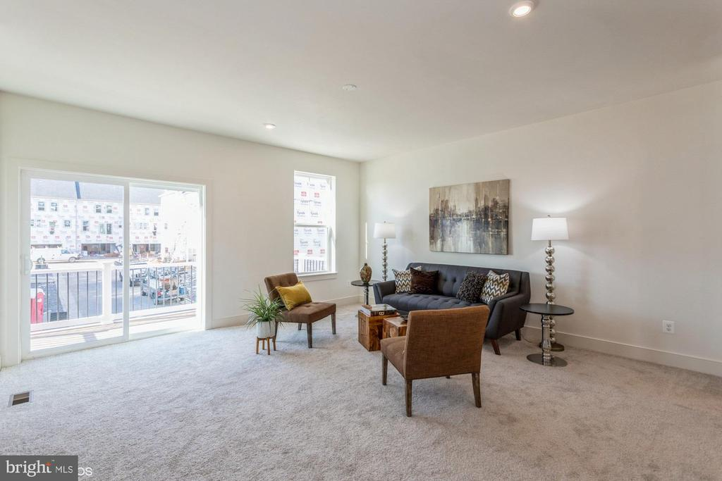 Living room area with access to rear balcony - 1634 SANDPIPER BAY LOOP, DUMFRIES