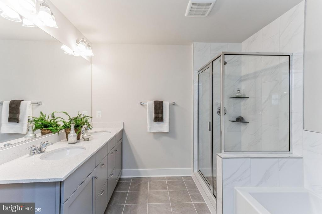 Updated tile in primary bath - 1638 SANDPIPER BAY LOOP, DUMFRIES