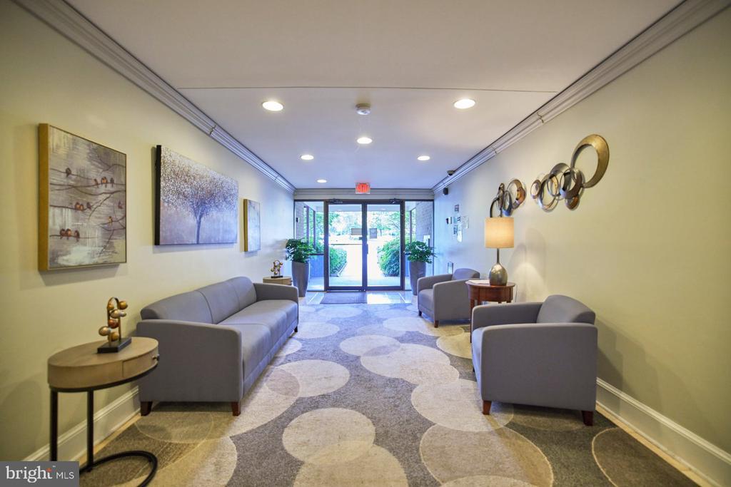 Welcoming Lobby - 10300 BUSHMAN DR #204, OAKTON