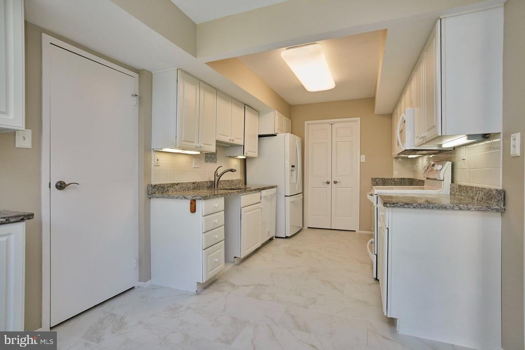 White Cabinetry - 10300 BUSHMAN DR #204, OAKTON