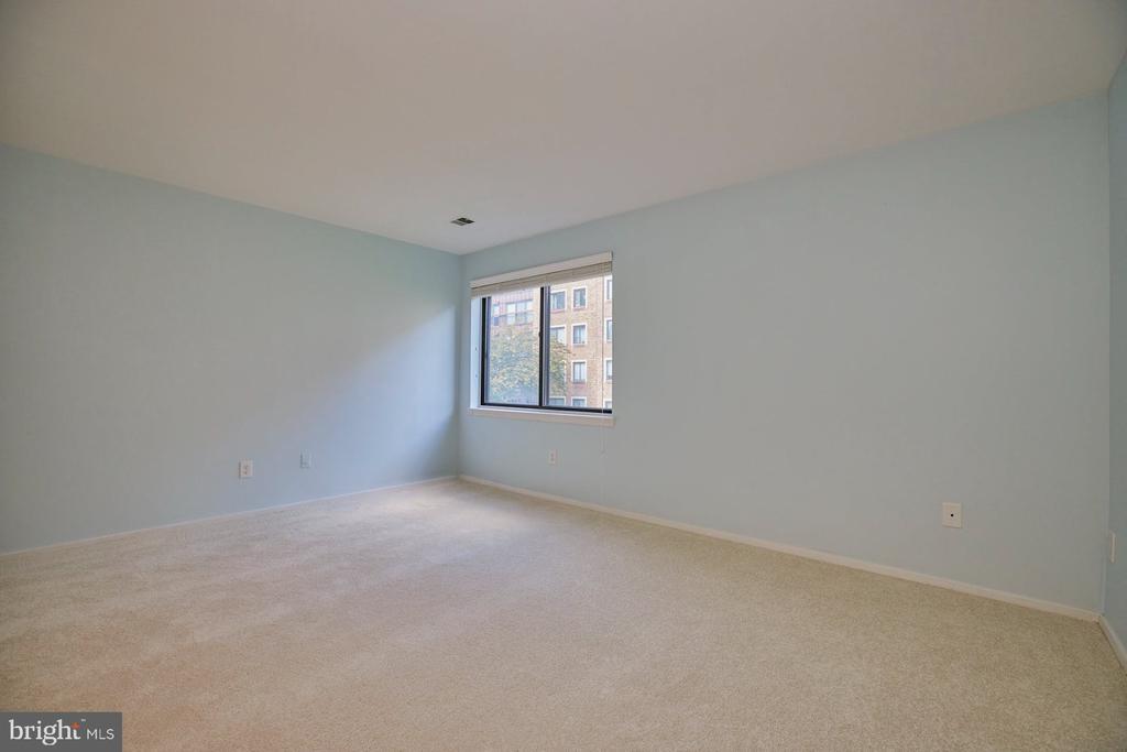 Fresh Paint and Carpet - 10300 BUSHMAN DR #204, OAKTON