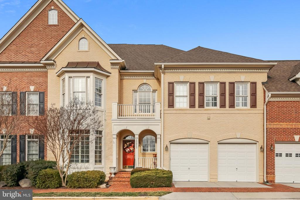 12812 Falcon Wood Pl, Fairfax, VA 22033