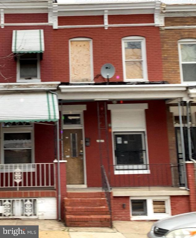 Brick, 3 bedrooms, 1 bath Rowhome in Baltimore City close to shopping, schools and transportation.  Home needs repairs completed and updated/rehabbed.