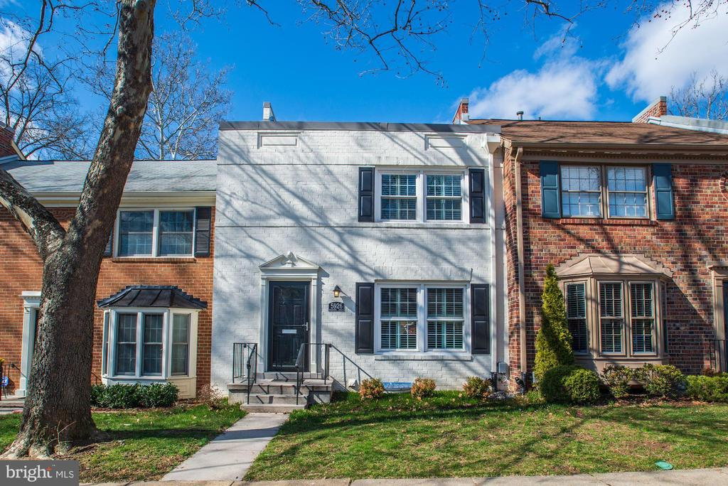 One of West Springfield 3 Bedroom Homes for Sale at 5926  QUEENSTON STREET
